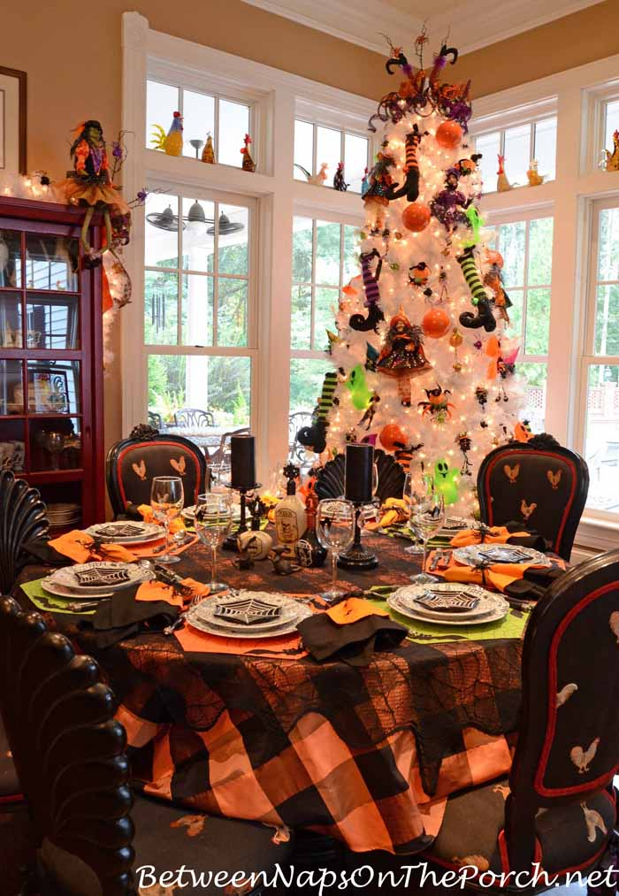 halloween table settings tablescapes for adults and for. Black Bedroom Furniture Sets. Home Design Ideas
