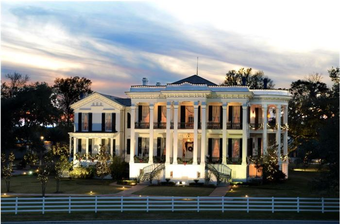 Nottoway-Plantation-Lit-Up-At-Night White Southern Plantation Homes on red brick southern plantation homes, colonial southern plantation homes, creepy southern plantation homes, small southern plantation homes,