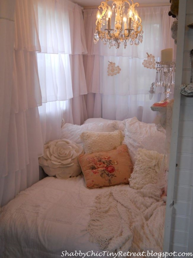 Fairytale cottage decorated in shabby chic style for Tiny house bedroom