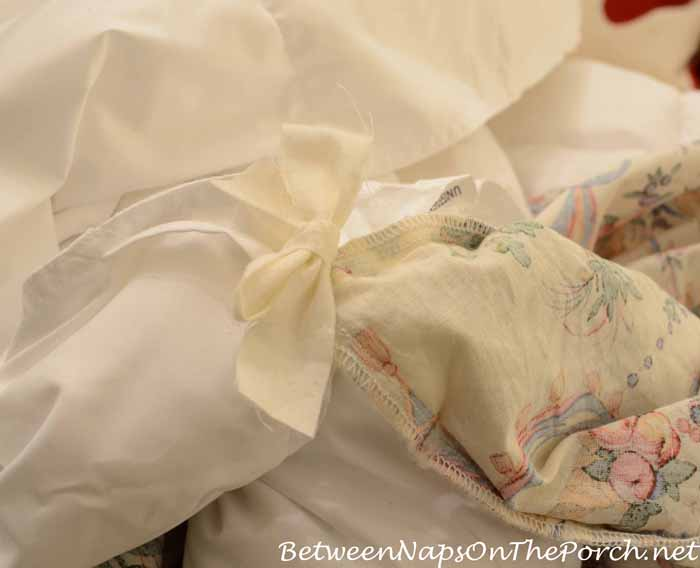 Sew In Straps To Hold Duvet Comforter Insert_wm
