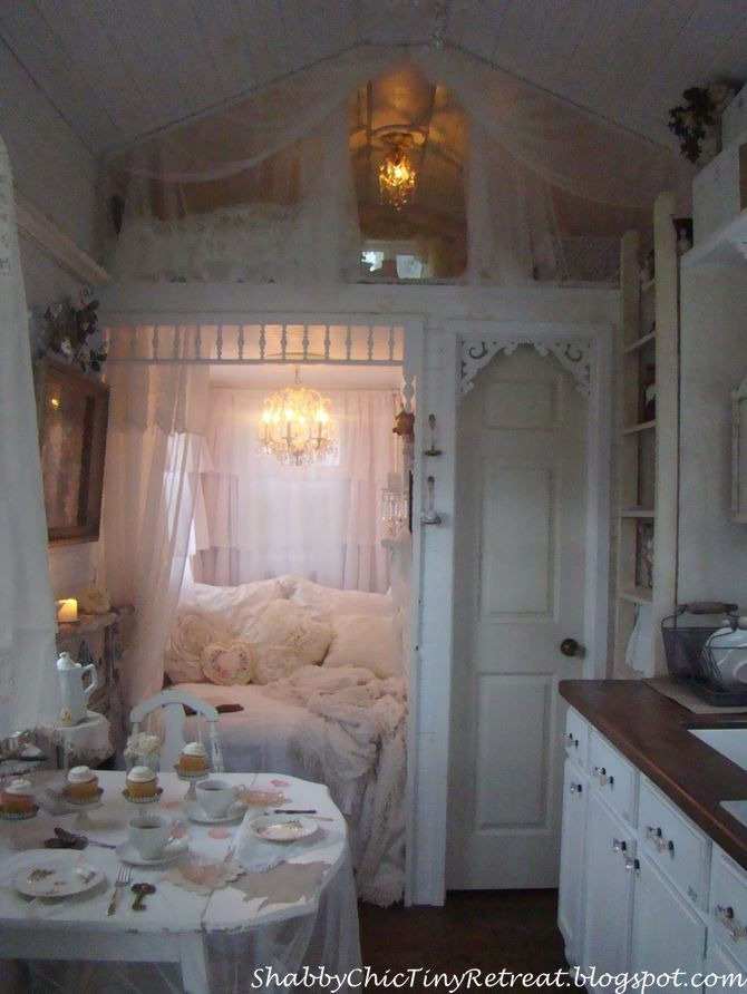 Shabby Chic Decor for a Fairytale Cottage_wm