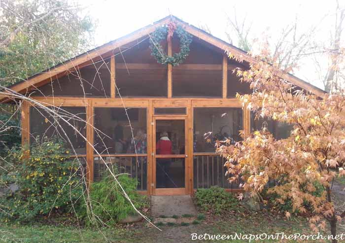 A screened summer house porch at christmas for Detached screened porch
