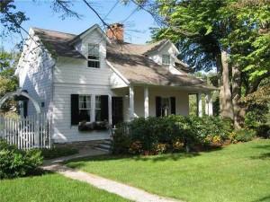 Adorable Waterside Connecticut Cottage