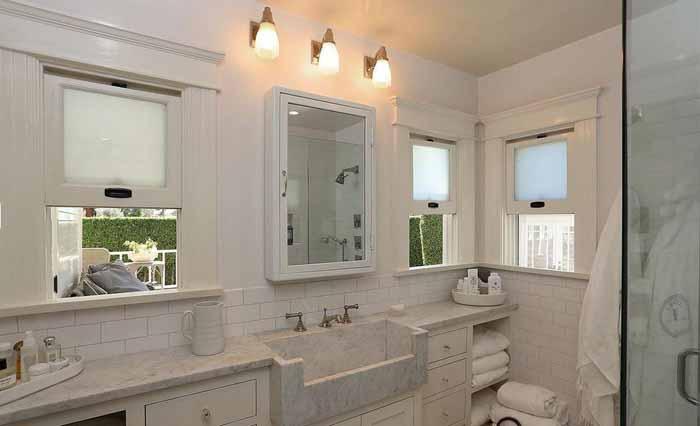 Bath in George Peppard Breakfast At Tiffany's Hollywood Home 01