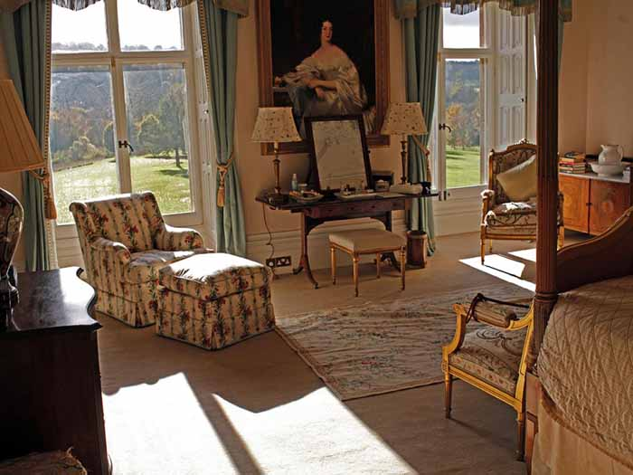 Downton Abbey Bedroom Highclere Castle.jpeg