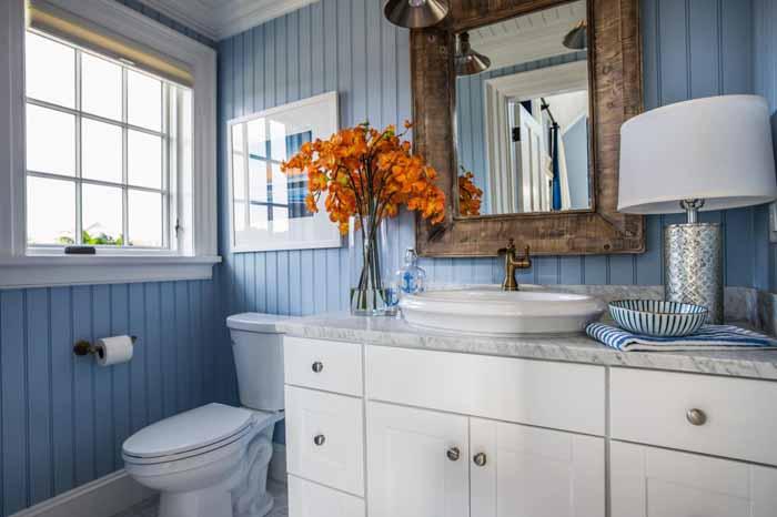Fancy HGTV Dream Home Blue White Bath