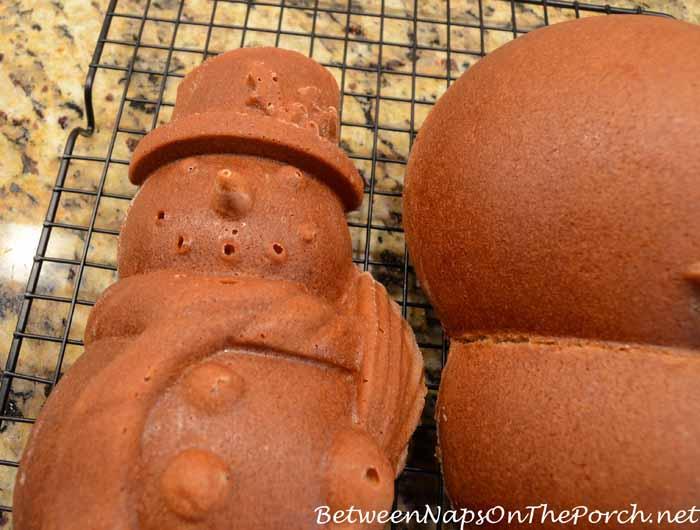 Make a Snowman Spice Cake 13