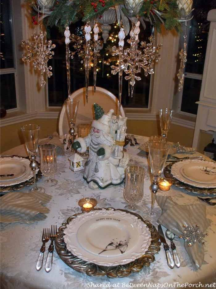 New Year's Table Setting Tablescape with Champagne Plates 04