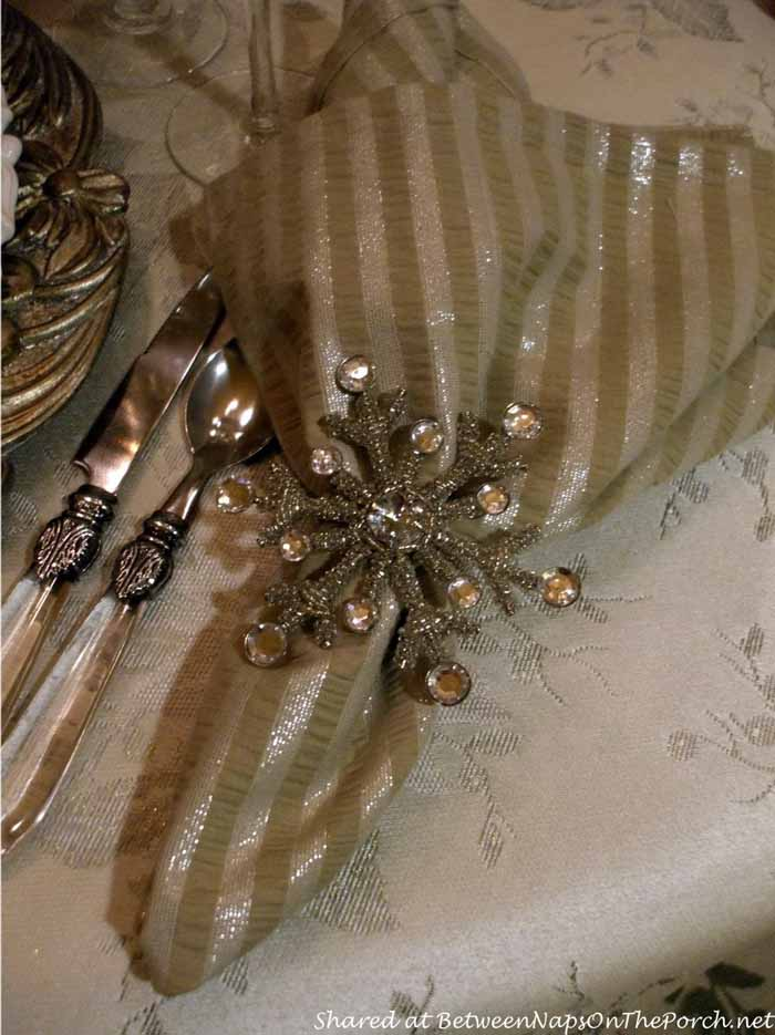 New Year's Table Setting Tablescape with Champagne Plates 08