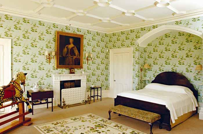 Queen Caroline Bedroom in Highclere Castle