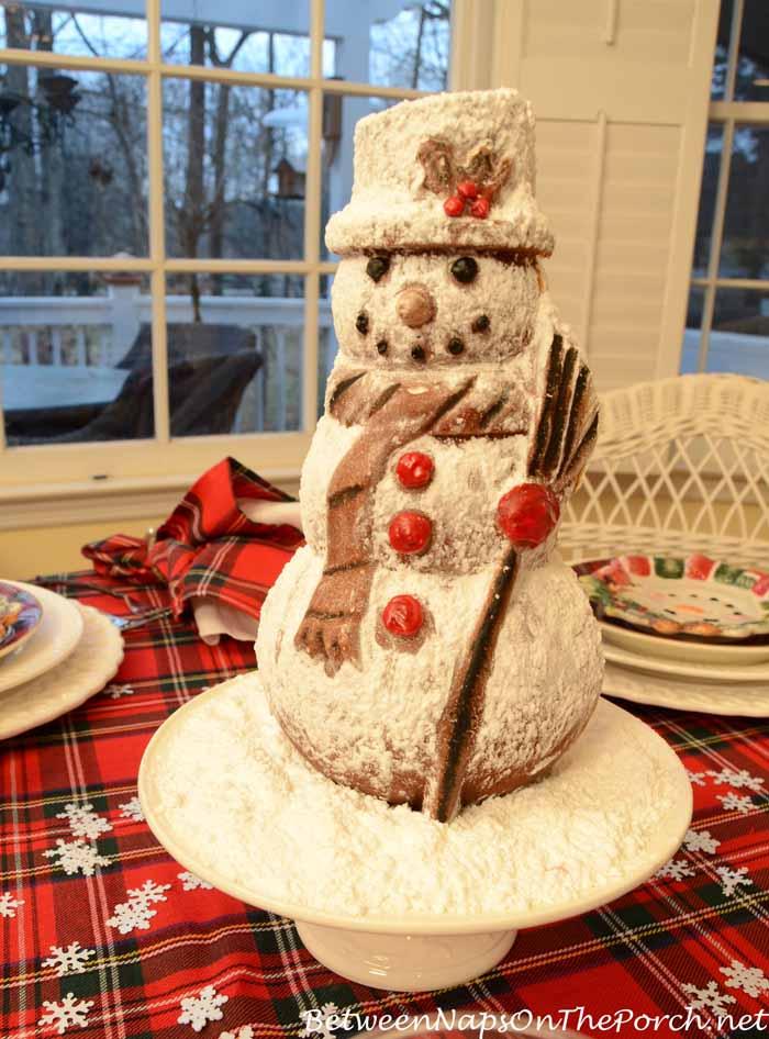Snowman Spice Cake Centerpiece