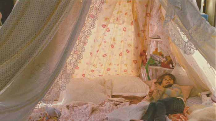 Tent in Movie The Holiday, Graham's House