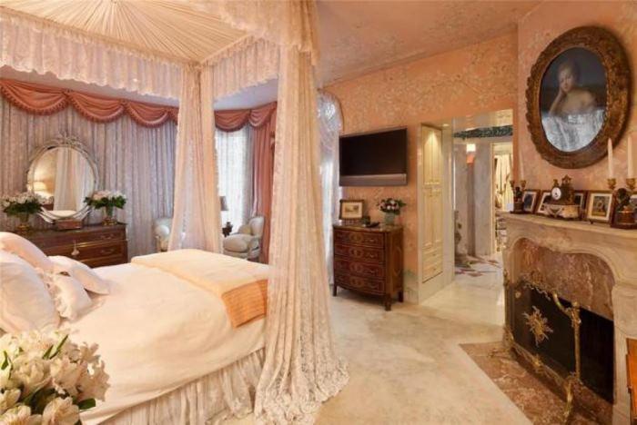Bedroom Joan River's New York Apartment