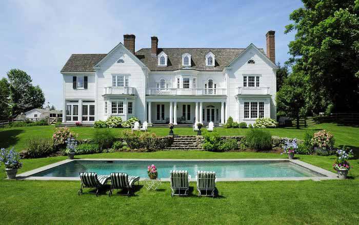 Beautiful colonial homes pleasing best 25 colonial house for Beautiful classic houses