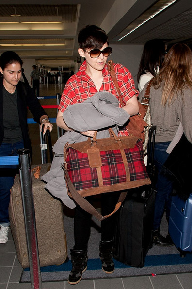 Ginnifer Goodwin with Pendleton Weekender Bag