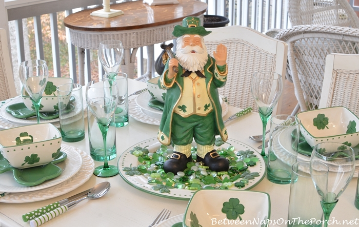 St patrick s day table setting and decorations for St patricks day decorations for the home