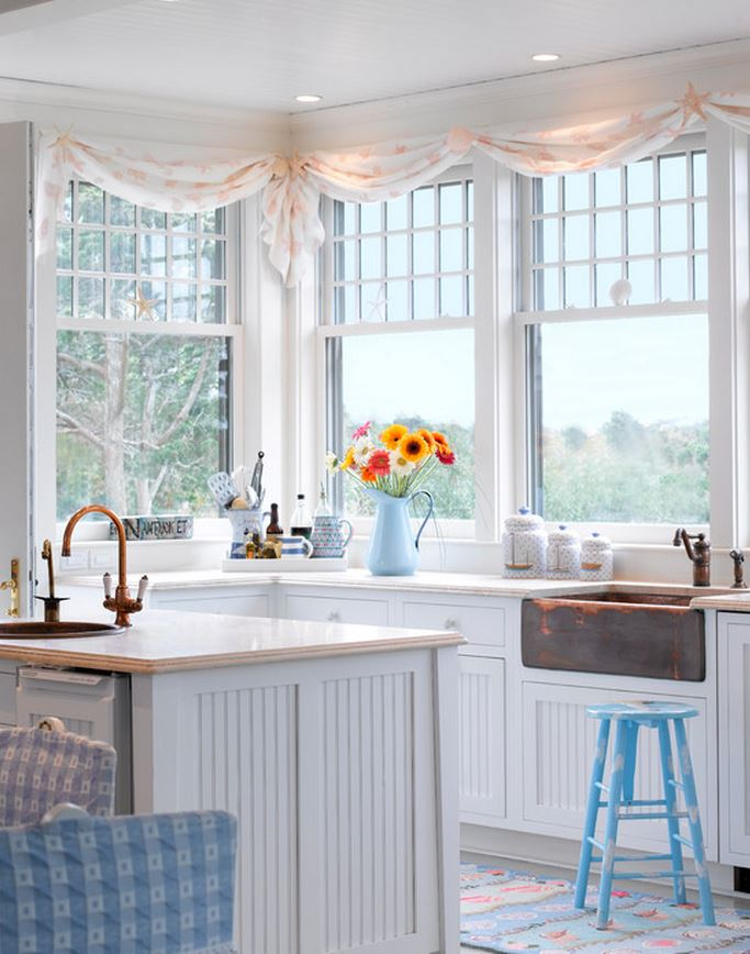 Tour a dreamy seaside cottage for Beach cottage kitchen design ideas