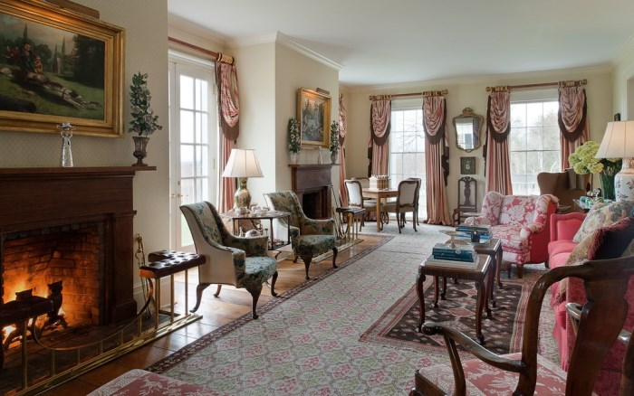 Elegant Living Room in Blaine Trump's Greek Revival Home