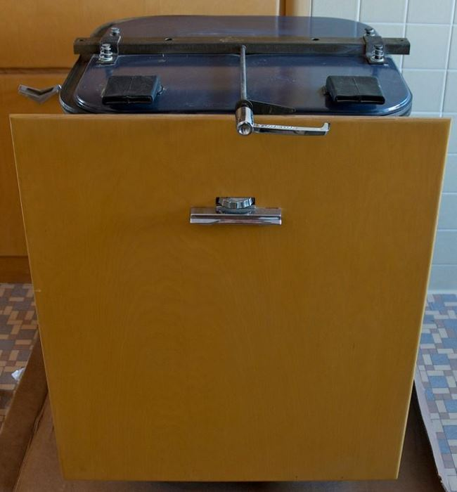 Never Used 1956 Kitchen With GE Appliances 08