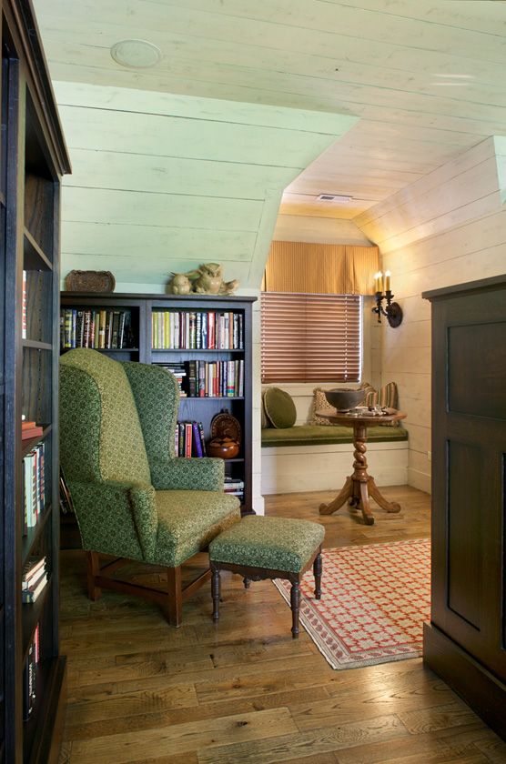 Cottage Home Library: Cozy Lake House With A Fabulous Screened Porch