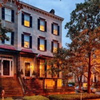 Tour A Historic Savannah Row House On Beautiful Monterey Square