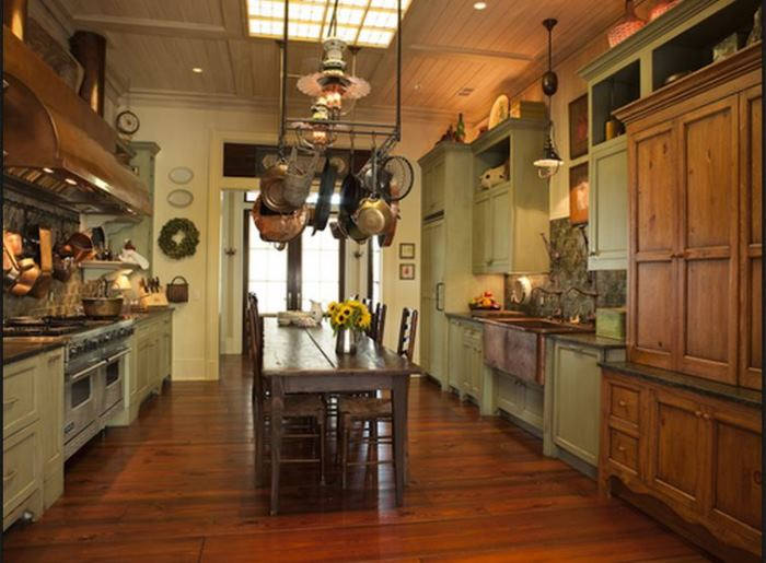 Paula Deen's Kitchen, Savannah Home