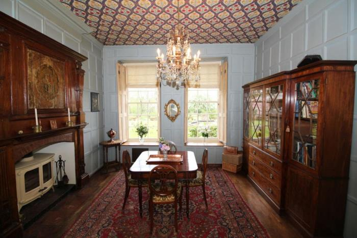 Tour Byfleet Manor on Downton Abbey, For Sale 03