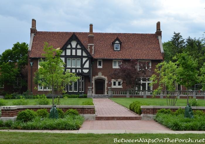 Charming Older Homes 14_wm