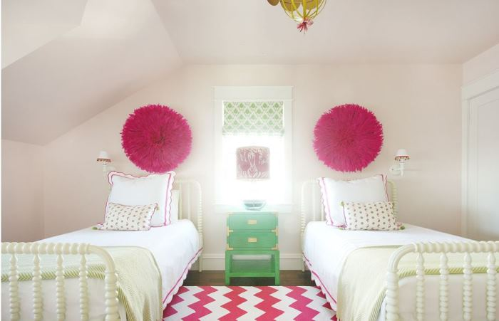 Girls Bedroom in Green and Hot Pink