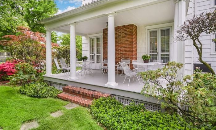 Mad Men's Don Draper's Colonial Home For Sale 01