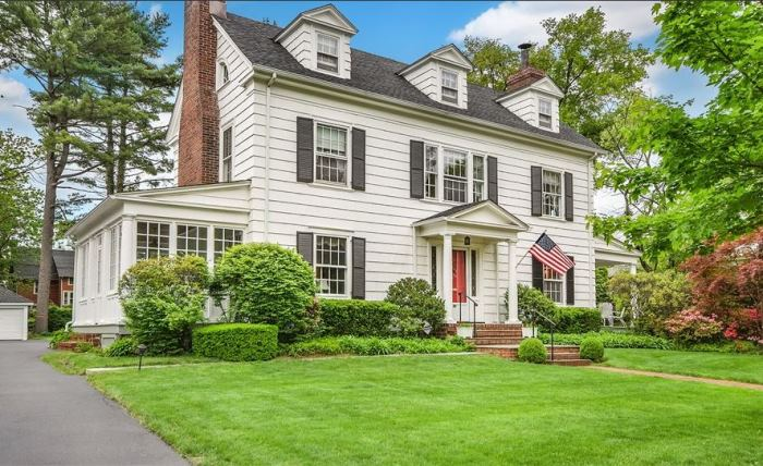 Own mad men don draper s 1914 colonial home for Colonial house addition