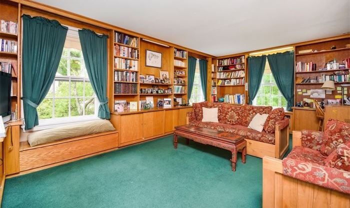 Mad Men's Don Draper's Colonial Home For Sale 17