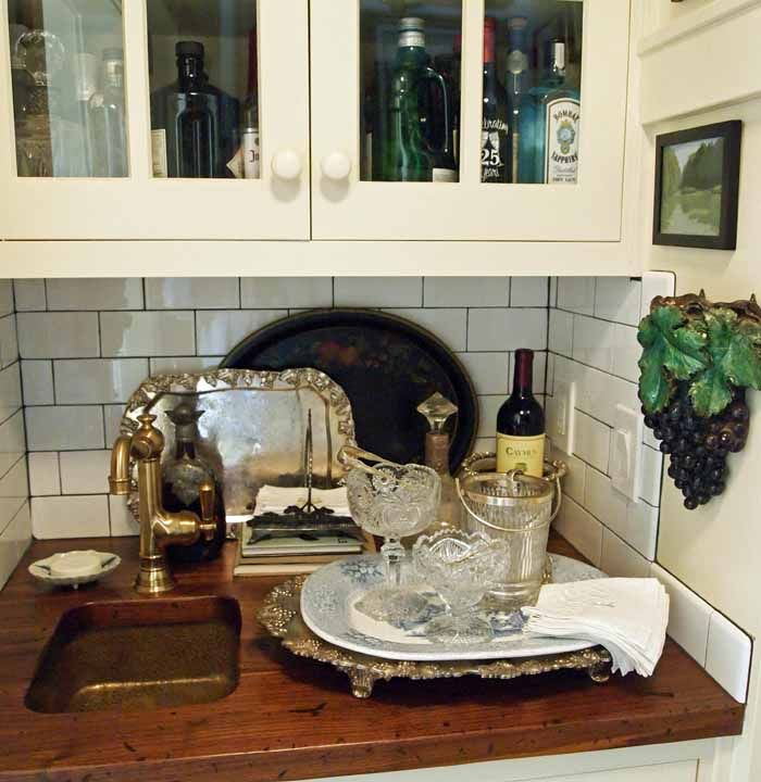 Mary Carol Garrity's Home Bar for Entertaining