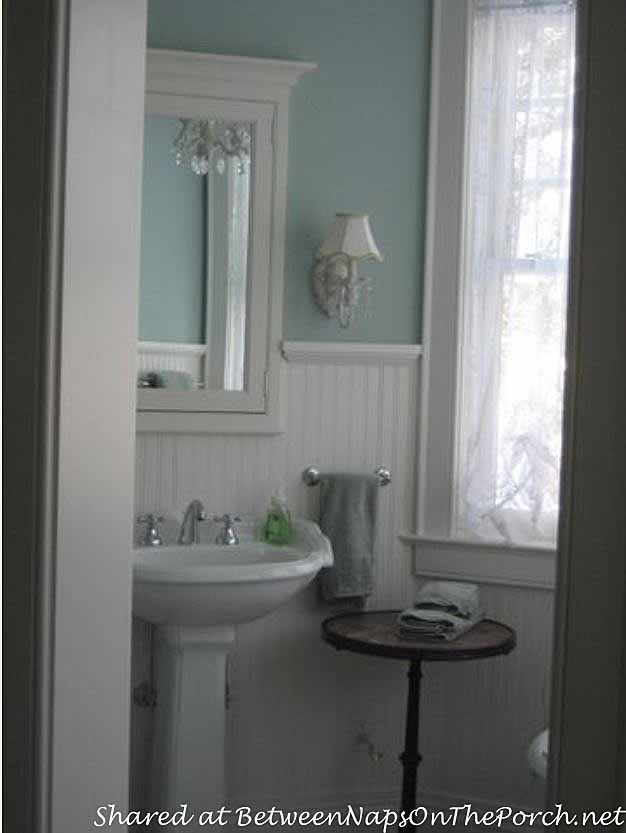 Bath painted blue with white waincotting