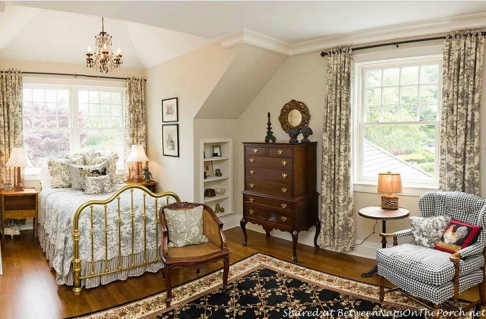 Beautiful Bedroom, Brass Bed & Toile Linens