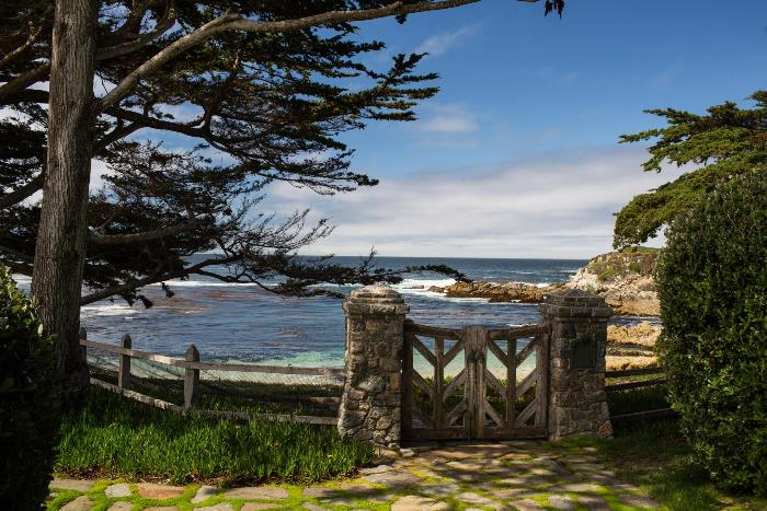 Beautiful Wooden Gate Design