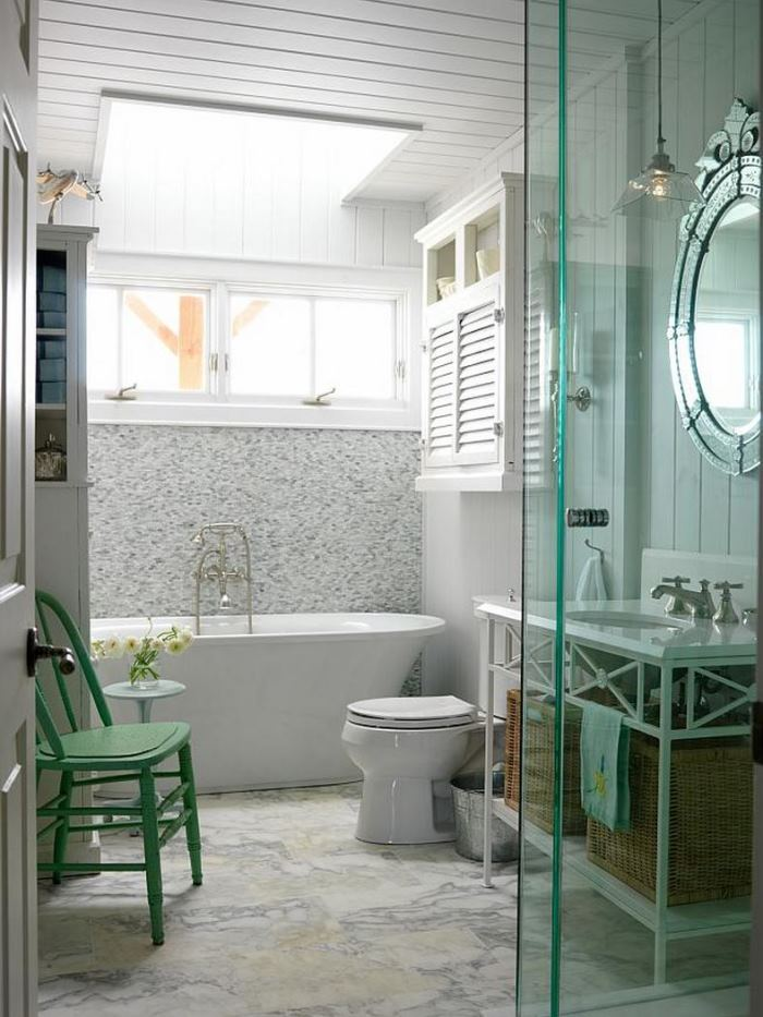 Cottage Bath in Sarah Richardson's Summer Beach House