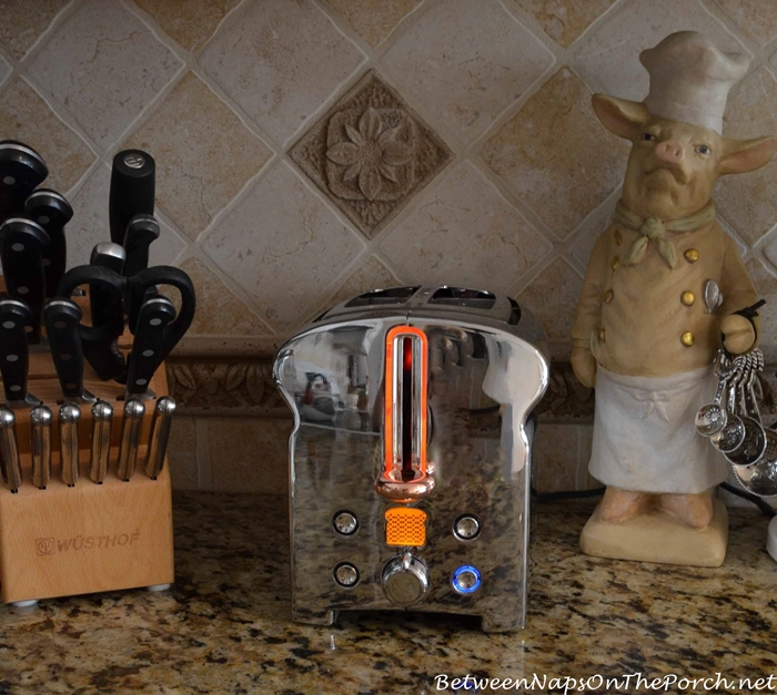 Michael Graves Toaster with Power Indicator Ring Aglow