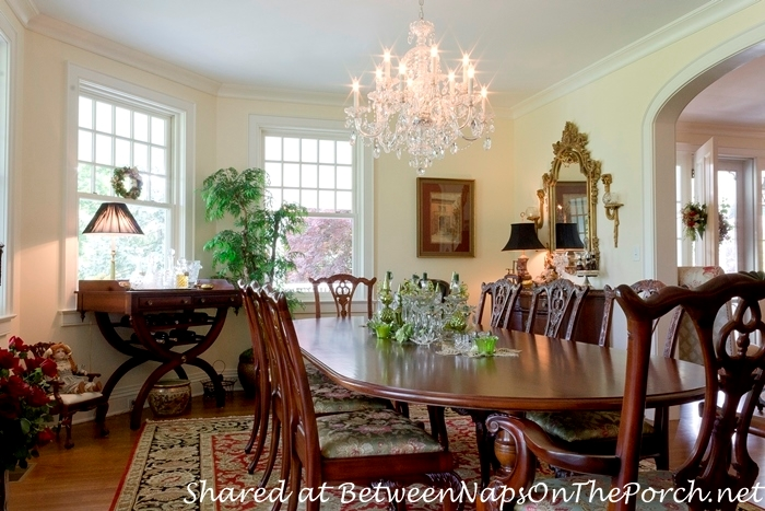 Traditional Dining Room with Crystal Chanderlier