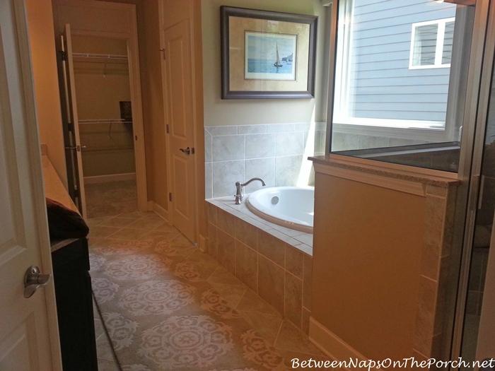 Bath in Neutral Tones