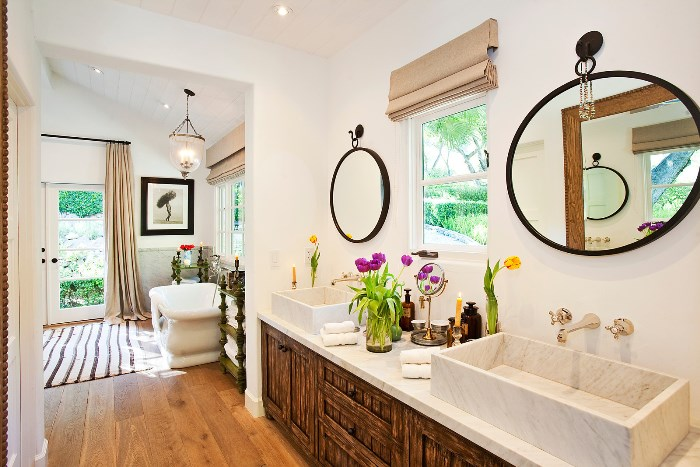 Beautiful Home With African Safari Art & Decor 03