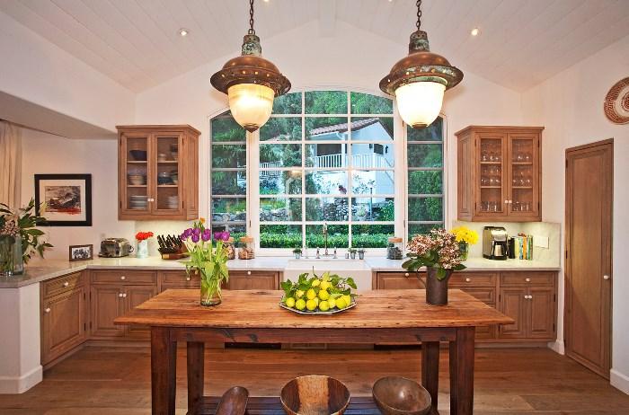 Beautiful Home With African Safari Art & Decor 06