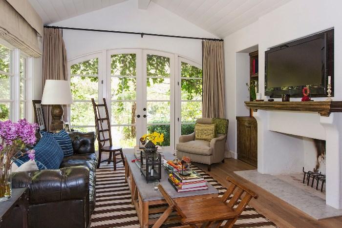 Beautiful Home With African Safari Art & Decor 08