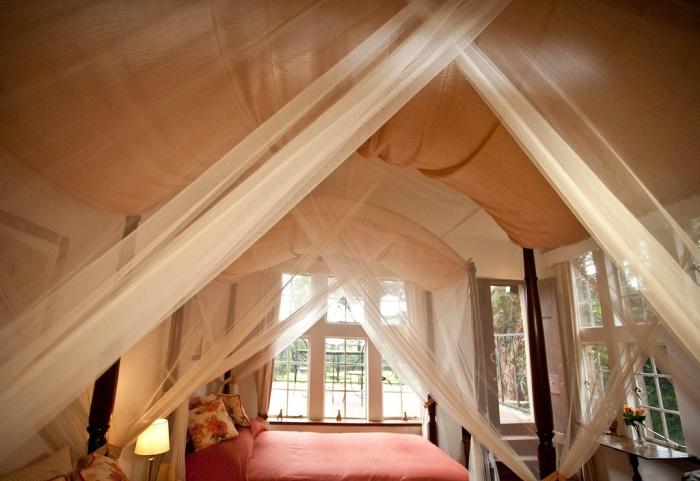 Giraffe Manor Bedroom
