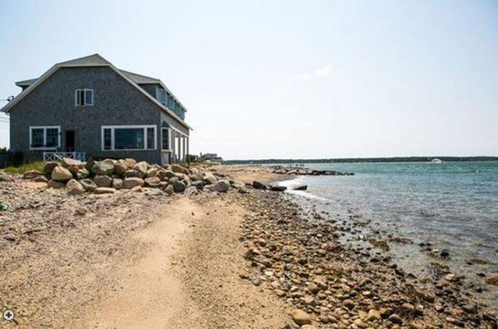 Oceanside Cottage Vineyard Highland, Oak Bluffsm Massachusettes 02