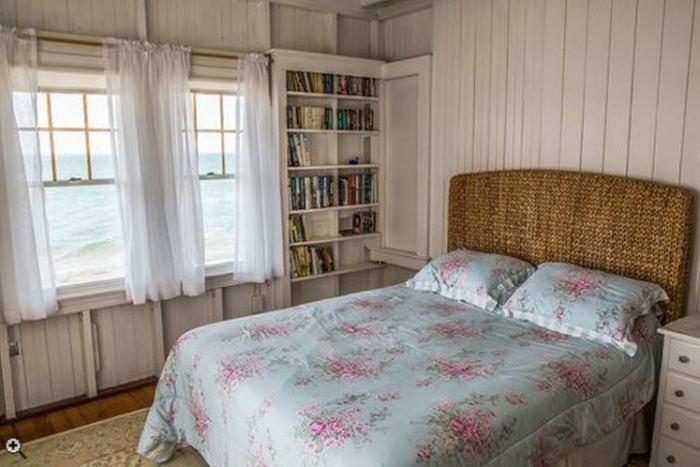 Oceanside Cottage Vineyard Highland, Oak Bluffsm Massachusettes 10