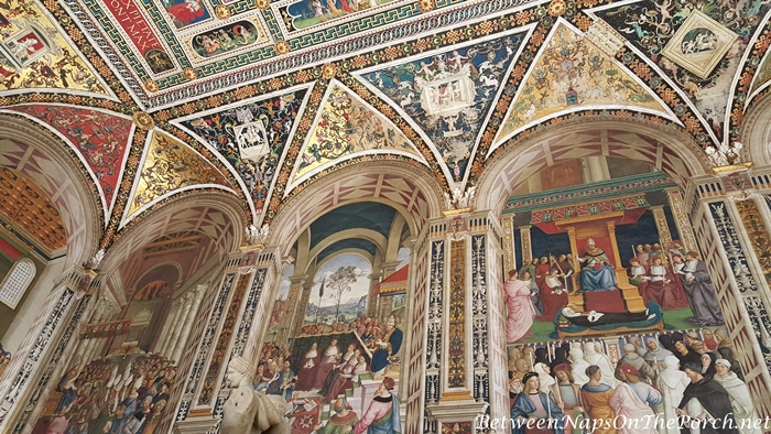 Piccolomini Library Ceiling, Siena Cathedral 4_wm
