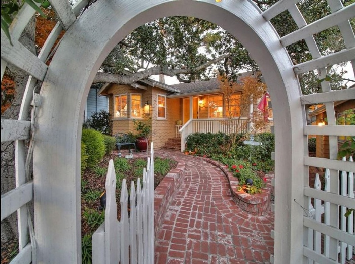 Cottage for Sale in Carmel-by-the-Sea 03