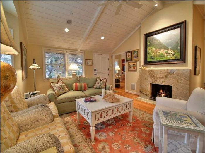 Cottage for Sale in Carmel-by-the-Sea 04