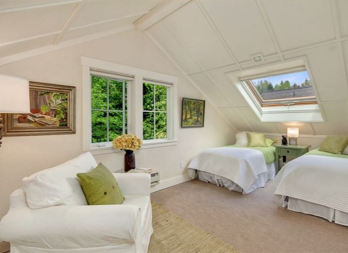 Charming Bedroom, Twin Beds, Skylight, Cottage Style